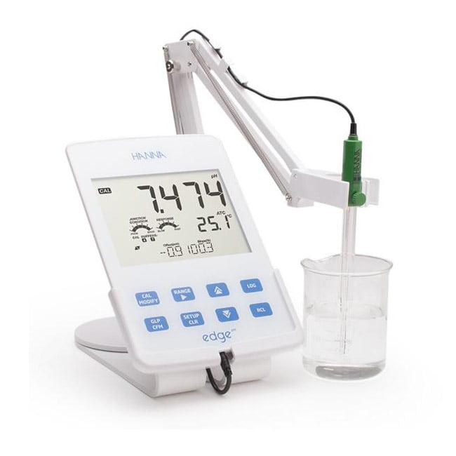 เครื่องวัด pH แบบตั้งโต๊ะ