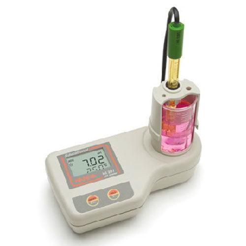 เครื่องวัดค่าความเป็นกรด ด่าง PH Meter จาก Hanna รุ่น HI208 มี Magnetic Stirrer