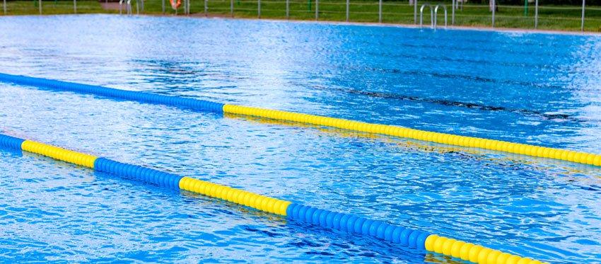 คลอรีนทำให้สระว่ายน้ำสะอาด